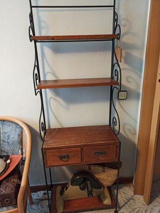 mueble de hierro y madera
