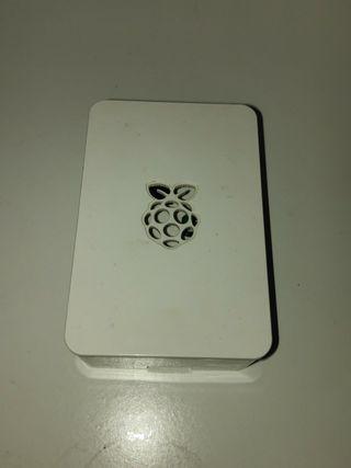 RaspBerry Pi 2 model B con carcasa