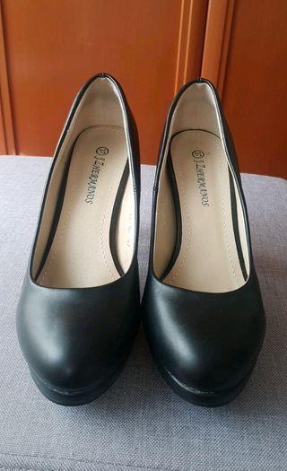 zapatos tacones negros