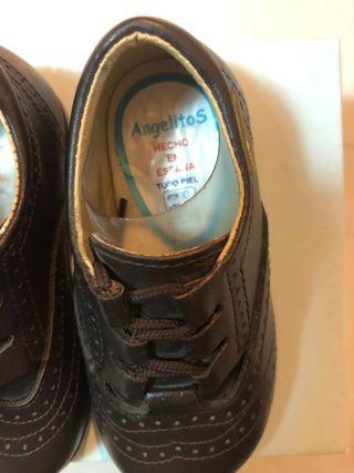 Zapato Oxford de piel marca Angelitos