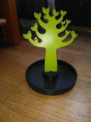 Cuelga pendientes árbol