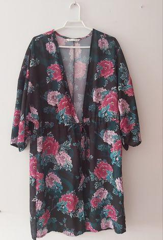 Kimono flores Lefties, 2 faldas y top