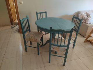 Mesa de comedor EXTENSIBLE y 4 sillas.