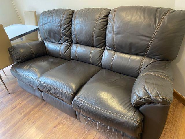 Sofá de piel reclinable