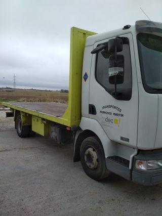 Camión Renault Trucks Midlum 2004