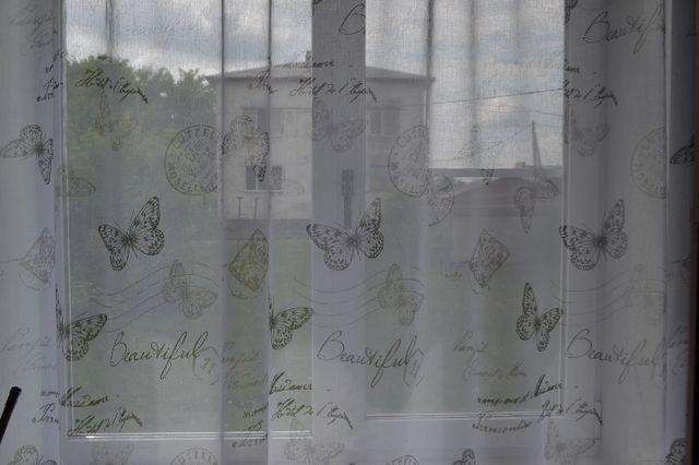 Cortina tela transparente con mariposas
