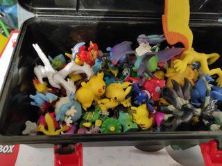 bolas y muñecos de Pokémon