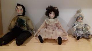 Muñecos y arlequín de porcelana