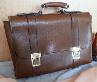 Cartera de colegio vintage. Cuero marrón.