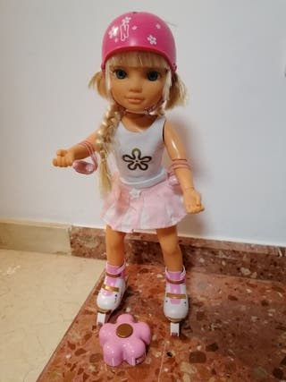 Muñeca Nancy patinadora de Famosa.