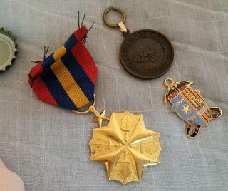 Insignias militares. 3 Piezas.