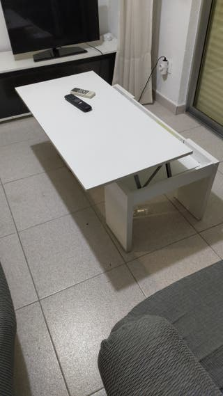 Práctica mesa de centro elevable blanca