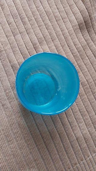 vaso de cristal azul claro