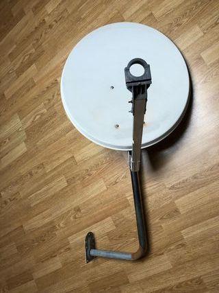 Antena parabólica con soporte de pared
