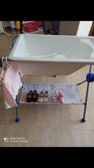Bañera bebés con vestidos y zapatitos