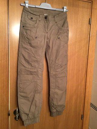 Pantalón niña forrado, talla 10 años. C&A