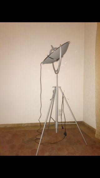 Lámpara de pie satélite