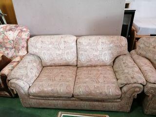 sofá de 2 plazas color crema