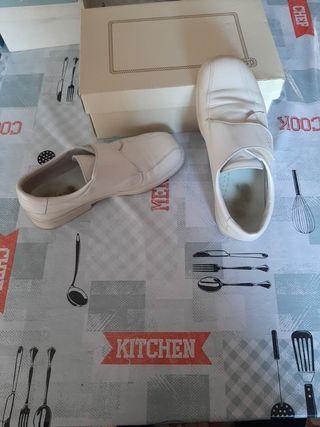 Zapatos de vestir infantil.