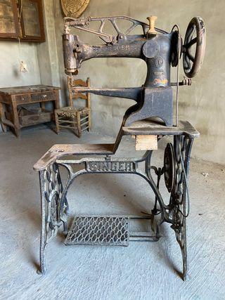 Máquina de coser antigua zapatero SINGER