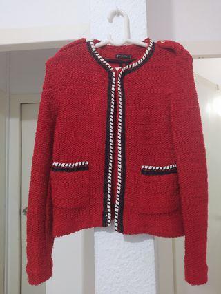 chaqueta roja Stradivarius talla S