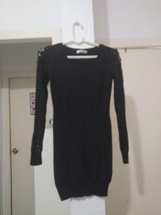 vestido negro de punto ceñido