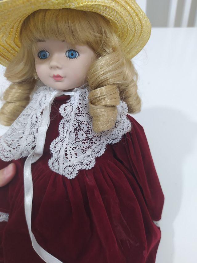 Muñeca vintage de porcelana