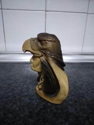 Estatua indio águila
