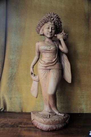 Diosa balinesa talla madera