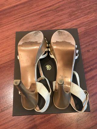 Sandalias mujer tacón y plataforma doradas