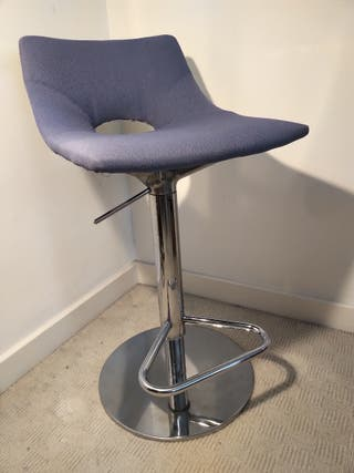 Height Adjustable Swivel Bar Stool.