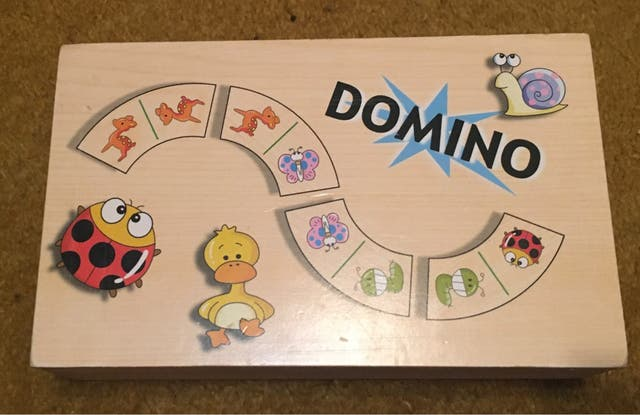 Rompecabezas o dominó o puzzle gigante