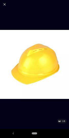 cascos y guantes de protección laboral