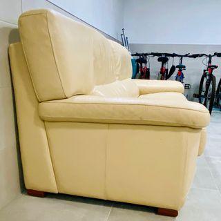 URGE VENTA:Extraordinario Sofá de piel color crema