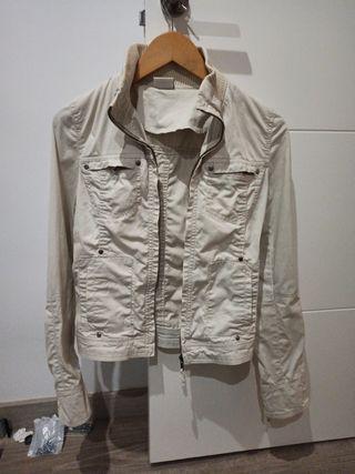 chaqueta color crema