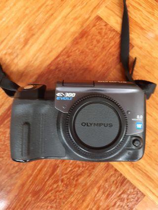 Cámara reflex Olympus e-300