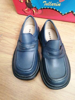zapatos azules sin estrenar