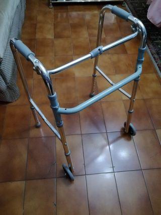Andador con dos ruedas seminuevo