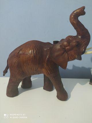 figura de elefante cuero