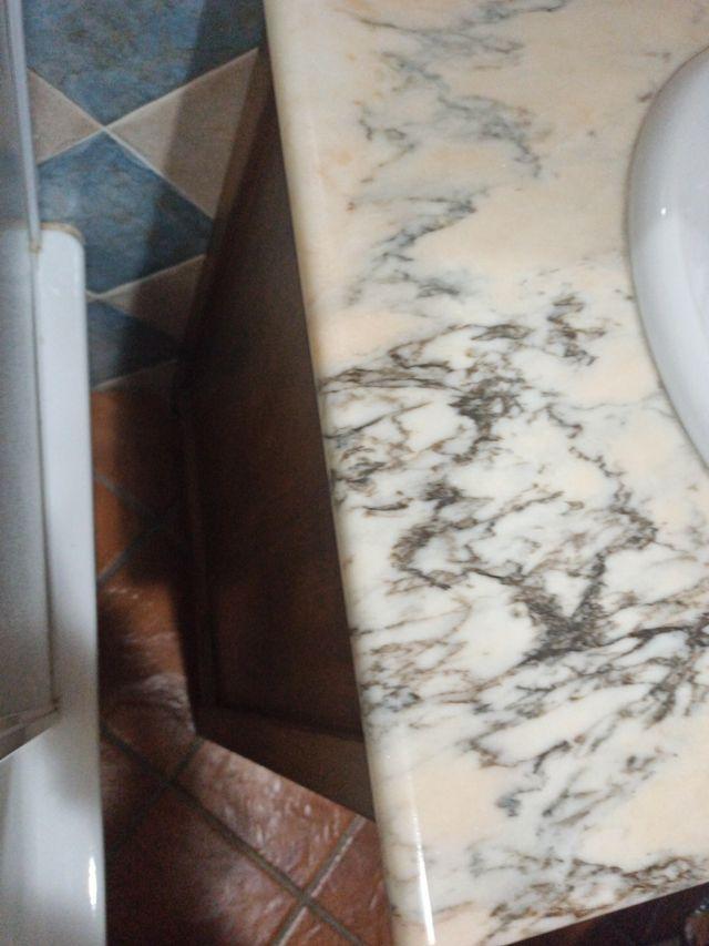 Lavabo con espejo incluido. (Alhaurín el Grande, Málaga)
