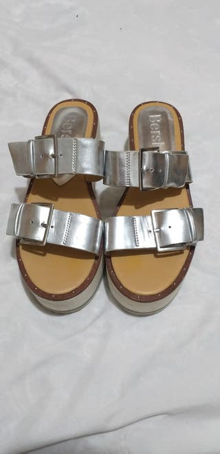 Sandalias de plataforma.