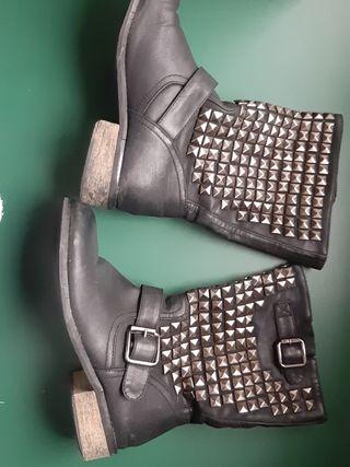 botas con tachas