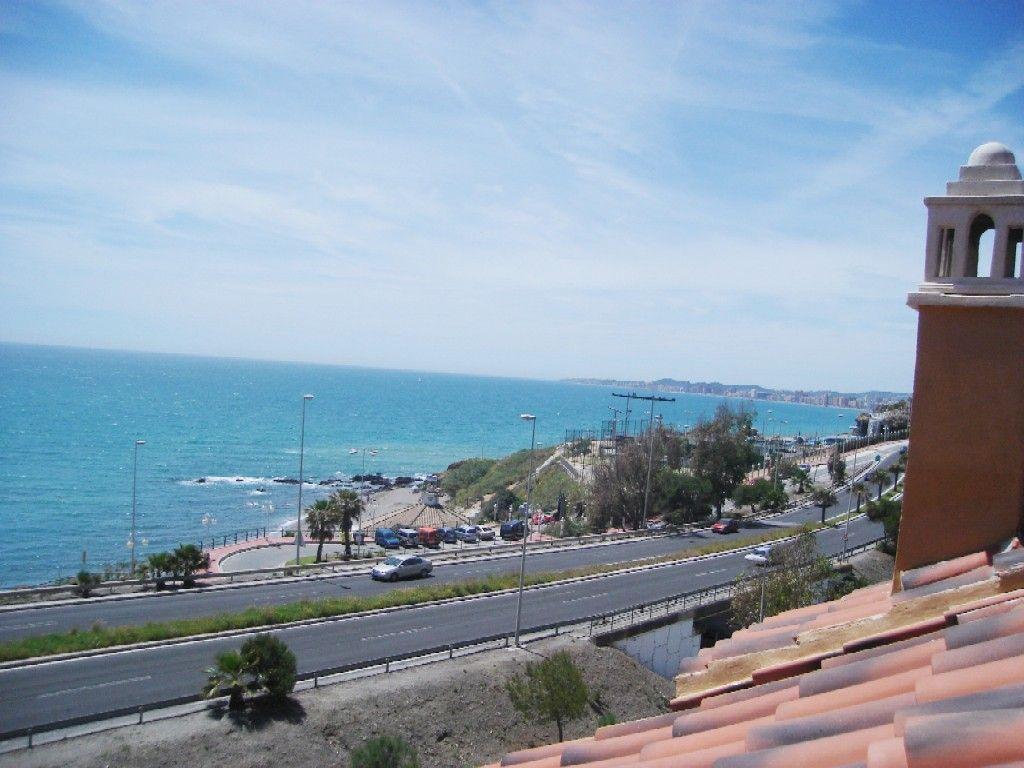 ADOSADO EN PRIMERA LINEA PLAYA/ TOWNHOUSE (Benalmádena, Málaga)