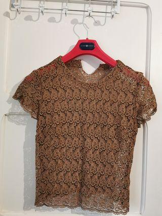 Camiseta bordada.