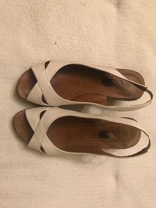 Sandalia blancas de piel
