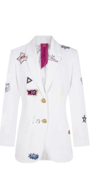 Preciosa chaqueta de La Condesa blanca