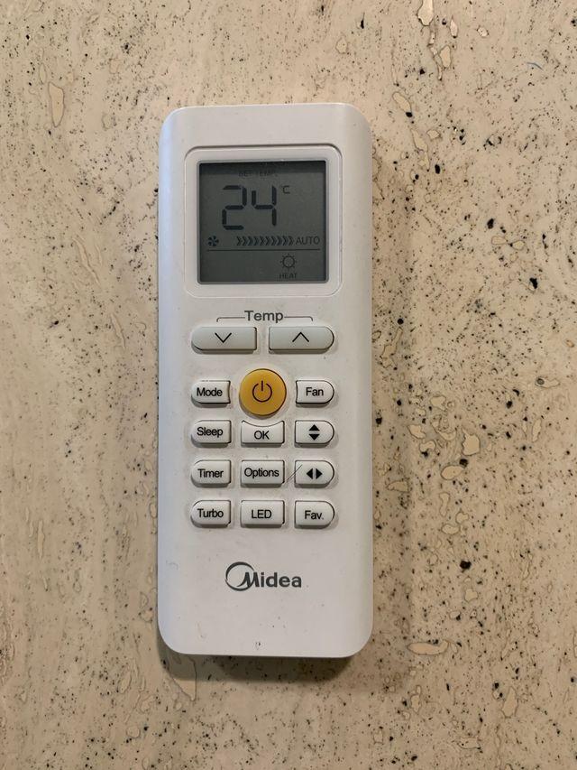 Mando aire acondicionado midea