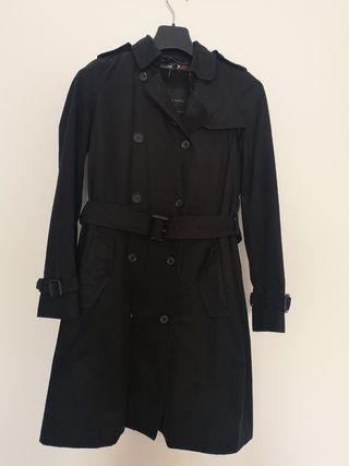 Gabardina mujer negra de Zara. T. XS