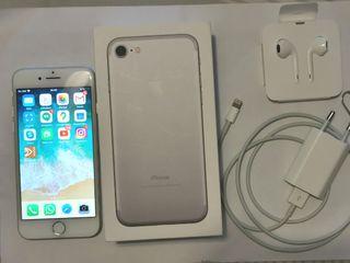 iPhone 7 plateado con 128GB