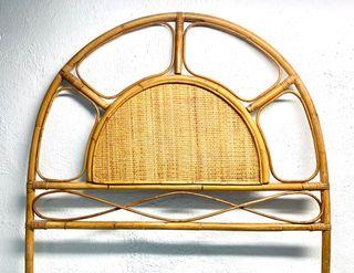 Cabeceros vintage de bambú.